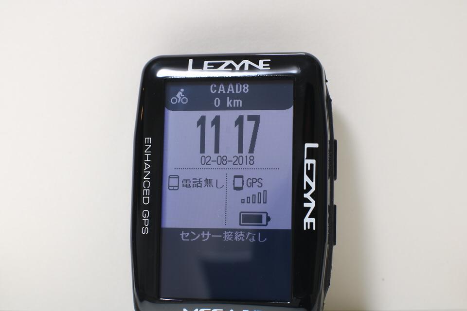 LEZYNE MEGA XL GPS(レザイン メガ XL GPS)液晶を斜めから見た写真。視認性が良い。