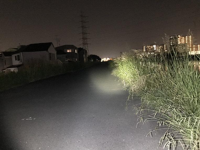 ハンドルマウントに取り付け遠方照射した写真