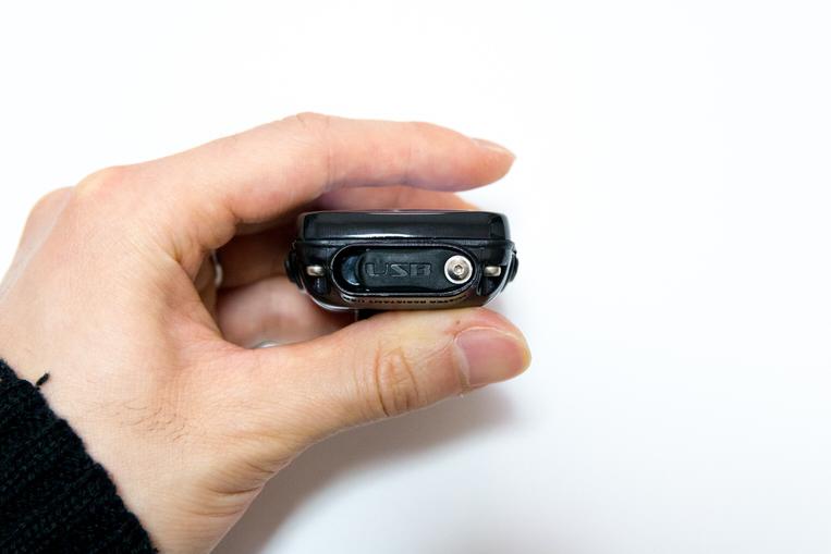 LEZYNE SUPER PRO GPSの充電ポート